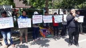 Mahasiswa Demo Tuntut Bawaslu Tindak Tegas Money Politic
