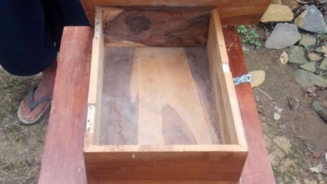 Kotak Amal Plus Meja Di Masjid Miftahul Jannah Bekiring Pulung Raib
