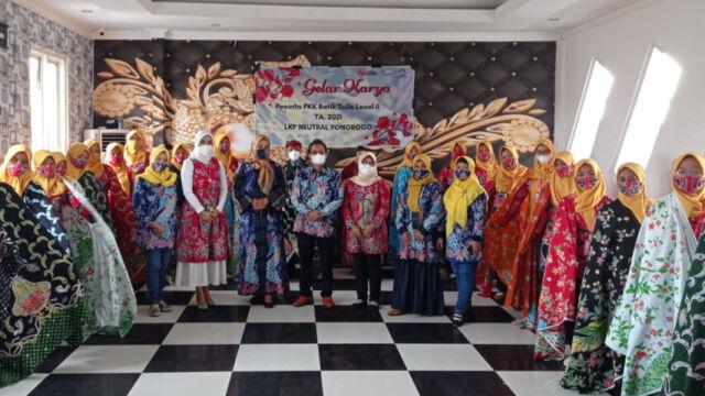 Kalangan Milenial Tak Malu Tertarik Membuat Batik